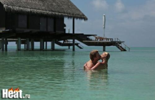 Басков и Волочкова целуются в океане. Фото.