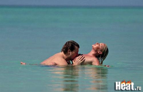 Басков целует грудь Волочковой. Фото.
