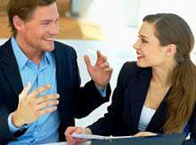 Жесты и мимика могут выдать лжеца во время беседы.