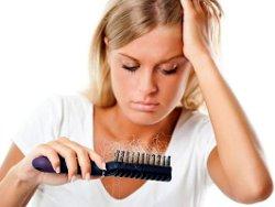Выпадение волос - результат неправильного питания или стресса