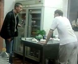 Алексей Панин набросился на повара в ресторане.